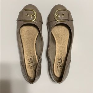Life Stride Shoes - Taupe Life Stride flats, size 7